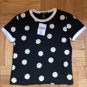 Forever21 Daisy Graphic SS Tee - Size M 🌼